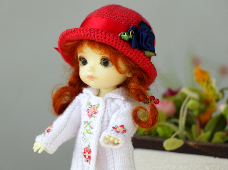 White knitted coat for Lati Yellow doll.