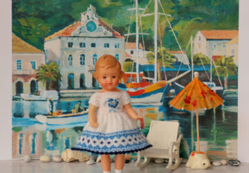 How do collectors choose dolls for their collections?